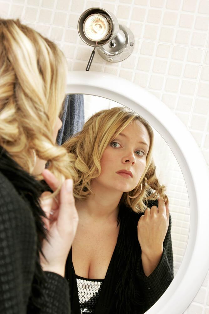 girl-in-mirror-1432447